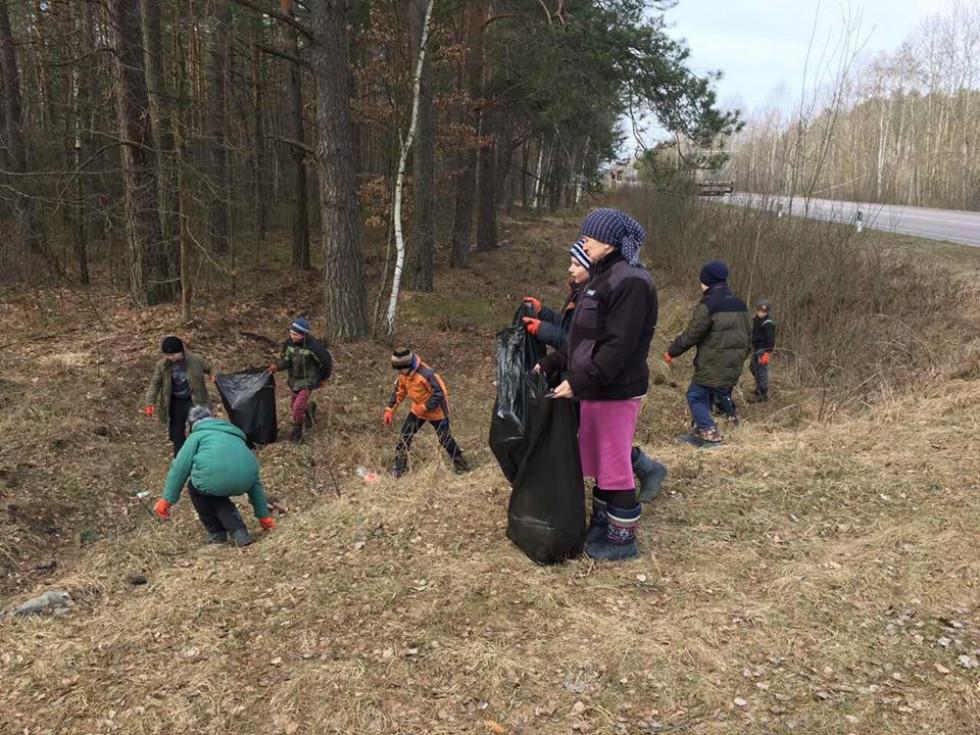 Школярі Маневиччини взяли участь в акції «Чистий ліс»