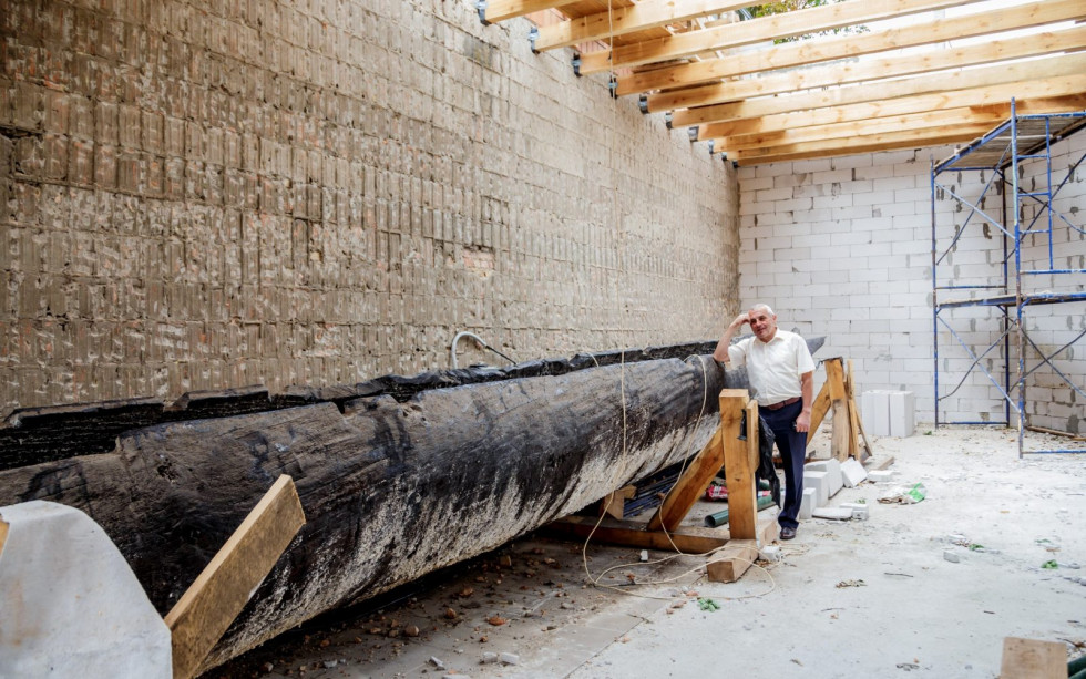 У Маневичах показали як будують музей для унікального човна
