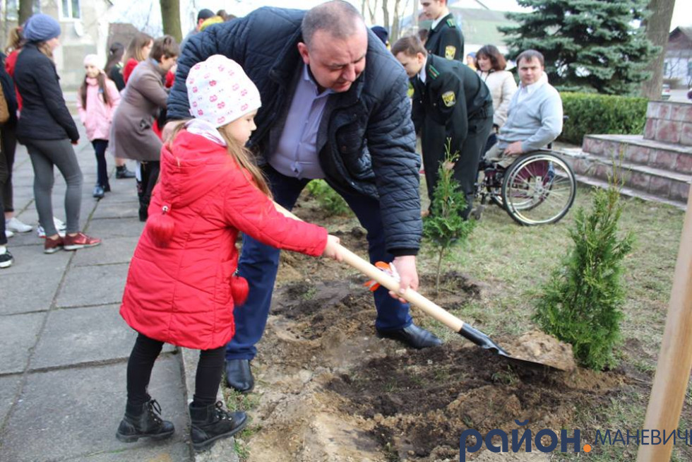 У Маневичах висадили Алею пам`яті Героїв загиблих в російсько-українській війні