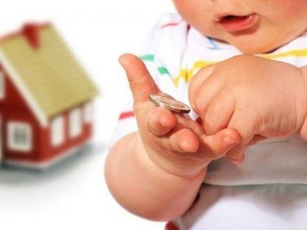 Багатодітним батькам виплачуватимуть щомісячну допомогу на третю дитину