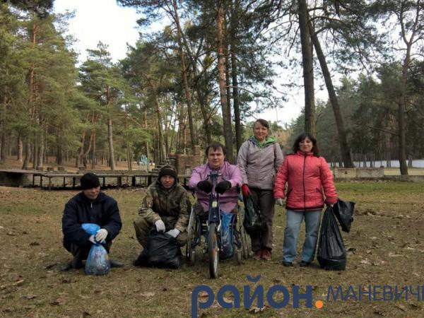 Маневичани організували акцію «Чисто там де не смітять»