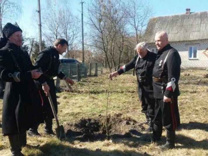 У Троянівці встановили меморіальну дошку на честь загиблого козака-айдарівця