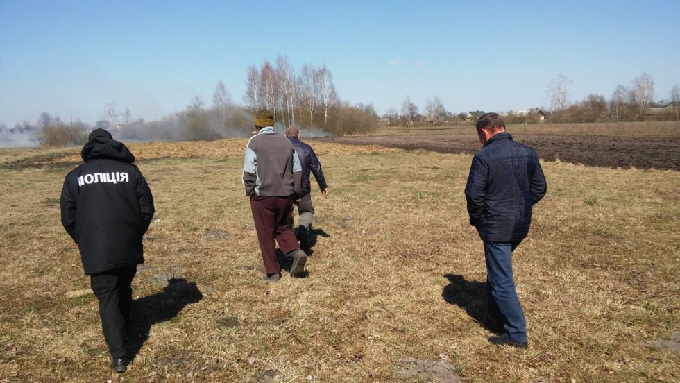 Де на Маневиччині найбільше палять суху траву