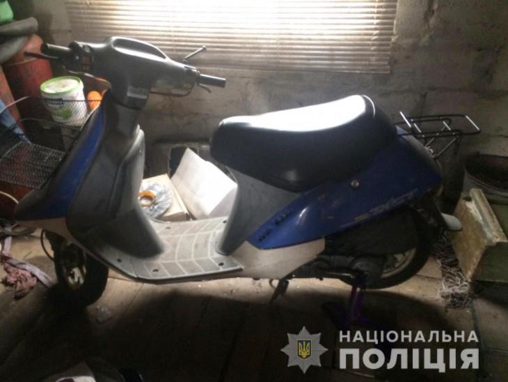 У Прилісному поліція розкрила крадіжку мопеда