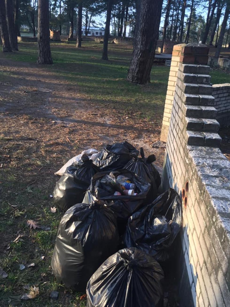 Працівники маневицького відділення «Ощадбанку» долучилися до акції «Чисто там, де не смітять»