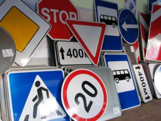 На трасі Луцьк-Ківерці-Маневичі-Любешів-Дольськ потрібно замінити і встановити майже 300 дорожніх знаків