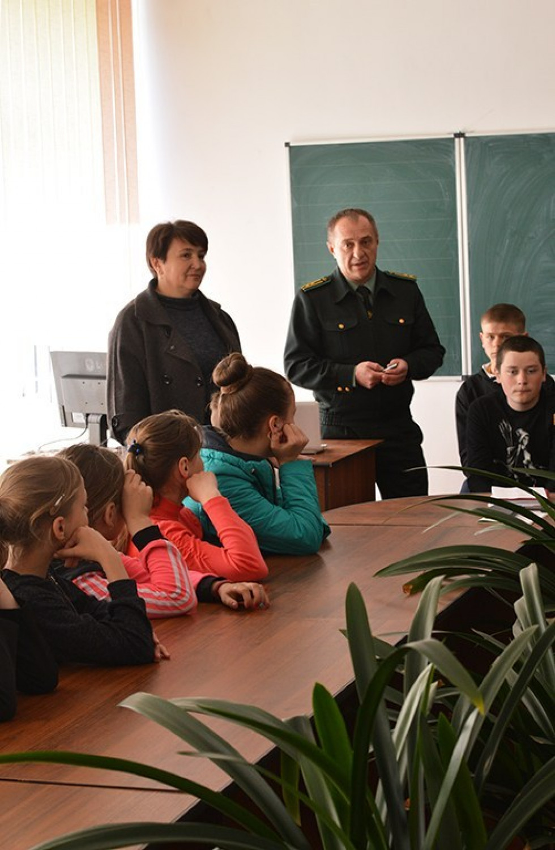 Лісівники провели відкритий урок в школі села Велика Осниця