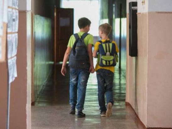 Маневицькі школярі підуть на літні канікули раніше