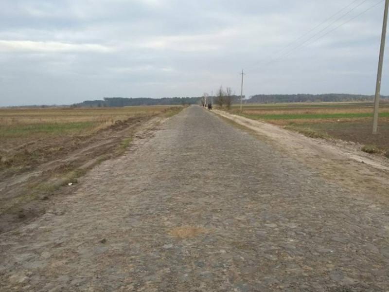 У Куликовичах частину дороги з бутового каменю покриють асфальтом