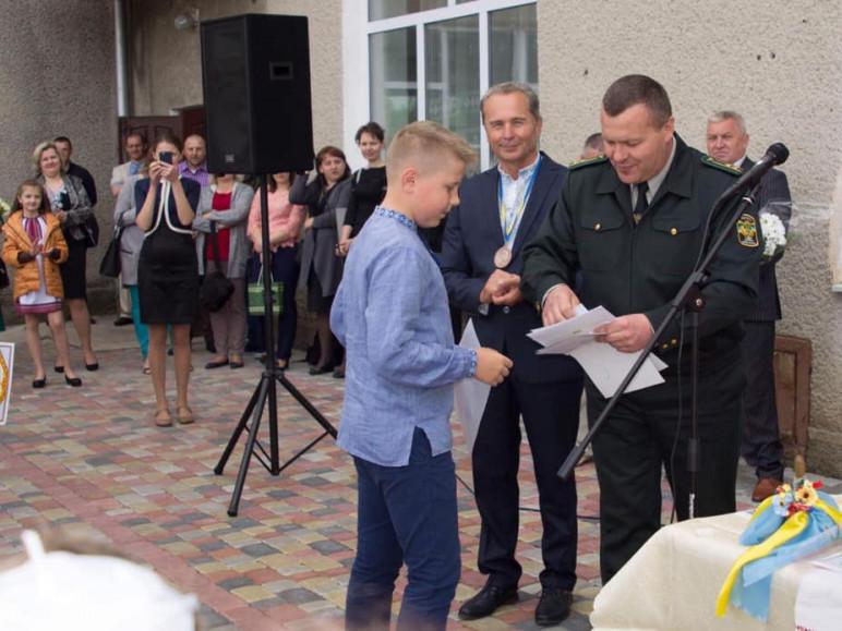 На Маневиччині лісники вручили школярам грошові подарунки