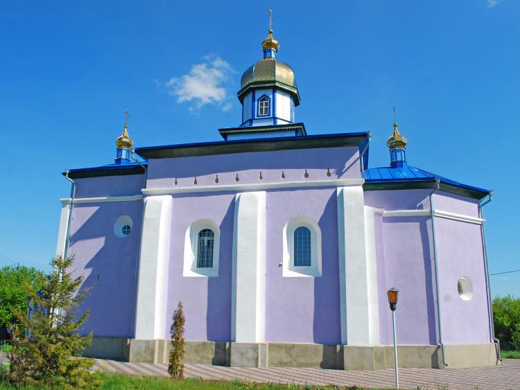 Свято-Троїцька церква в селі Тростянець