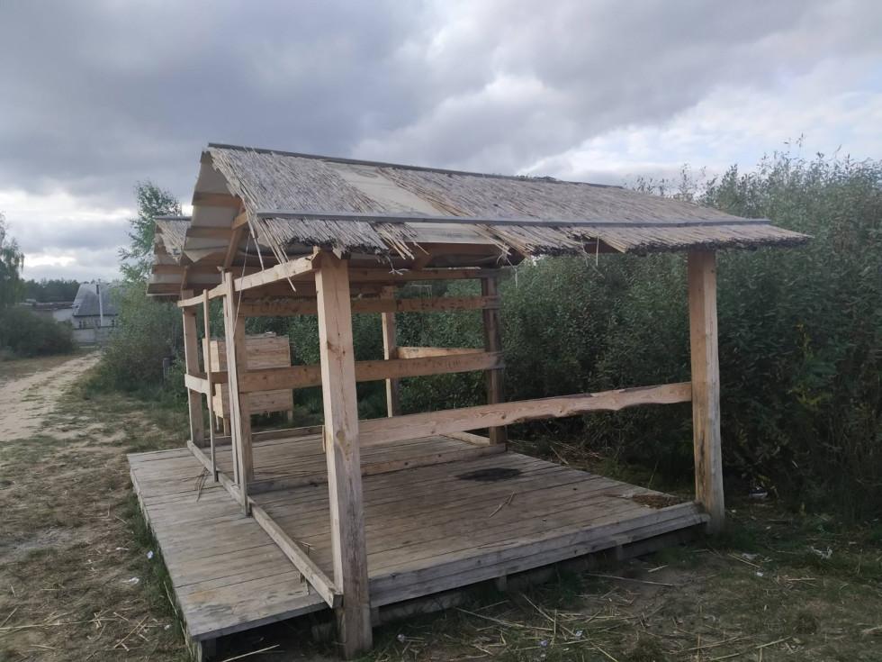 У Маневичах невідомі зруйнували місця відпочинку