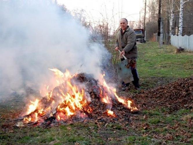 Маневичанам пояснили, чому не можна палити сухе листя