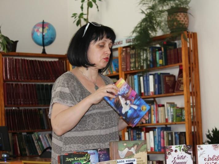 У Маневицькій бібліотеці відбудеться зустріч із письменницею Дарою Корній