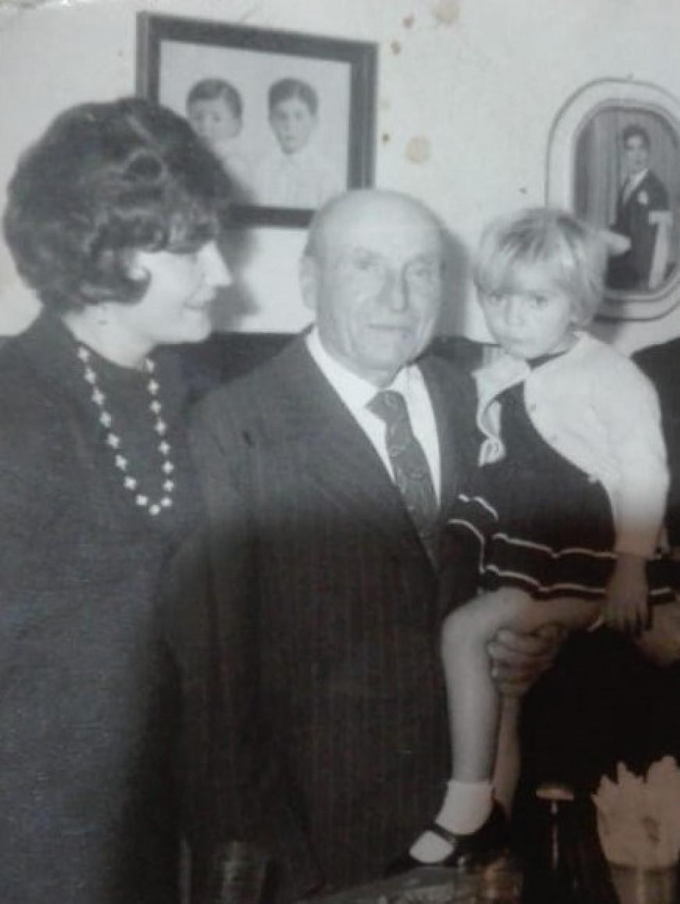 Зліва направо бабуся Люба Коновальчук, прадід Данило Коновальчук та мама Лорни, Естела