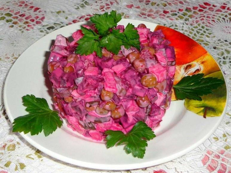 Рецепт салату з буряка та горошку від кухаря