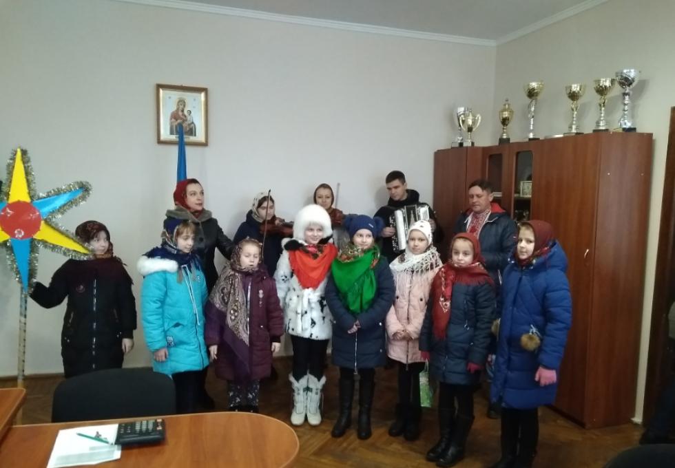 Хто приходив колядувати у Маневицьку селищну раду