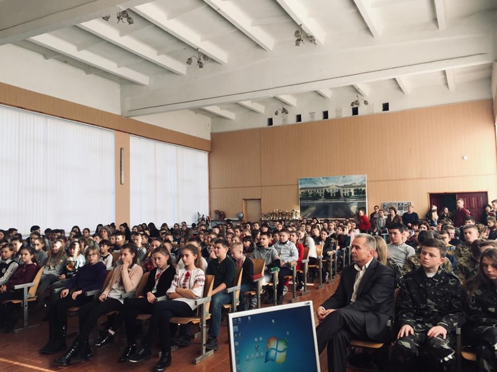 У Маневичах вшанували пам'ять Героя України Адрія Снітка