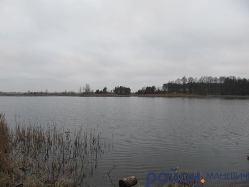 Озеро Довге