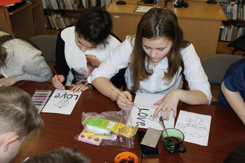 Маневичанам провели майстер клас по малюванню кавою