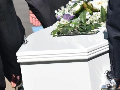 Без поцілунків: у МОЗ розробили інструкцію поховання померлих від коронавірусу