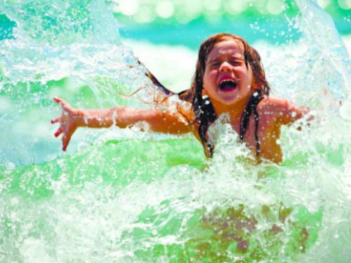 Чи можна заразитися коронавірусом під час купаня в морі, річці, басейні