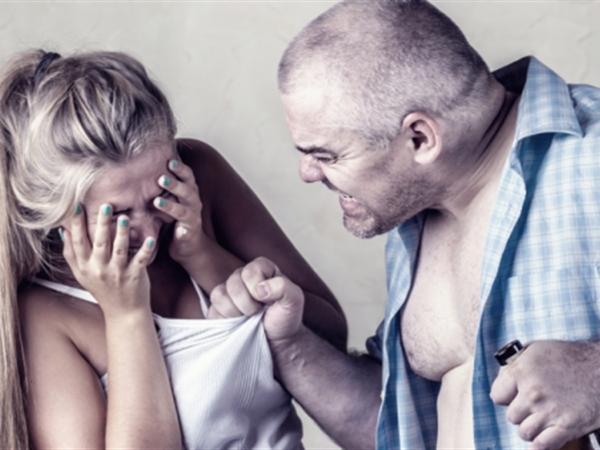 Маневичанина покарали за те, що шарпав свою дружину та виганяв її з дому