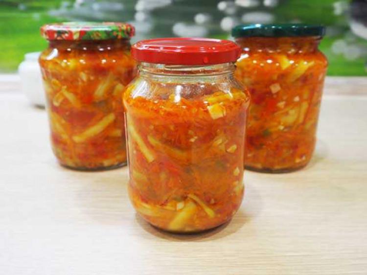 Рецепт спаржі в томатному соусі «Сацебелі»