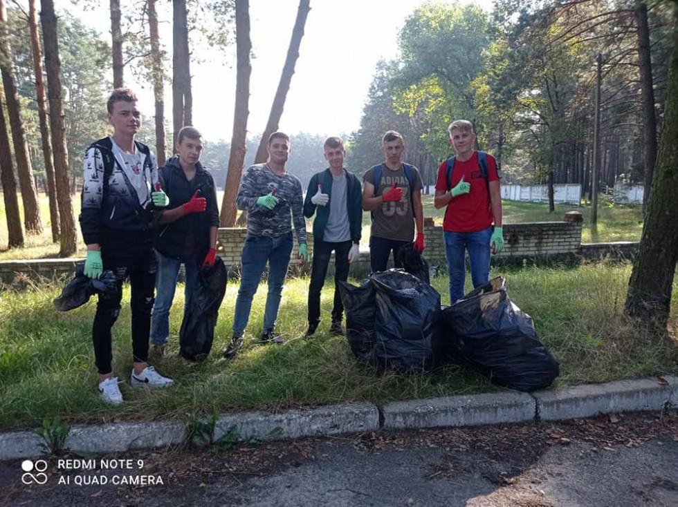У Маневичах прибрали від сміття територію стадіону