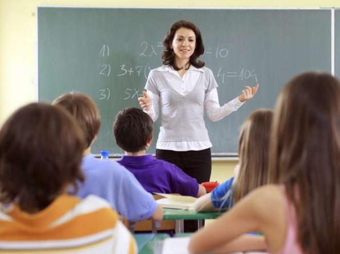 Зарплати вчителям збільшуватимуть впродовж 2021 року, – Міносвіти