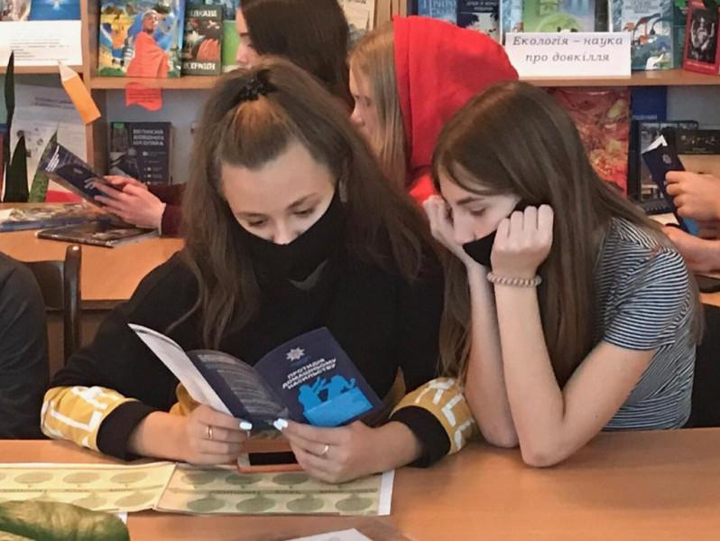 Маневицькі учні взяли участь в акції «16 днів проти насильства»