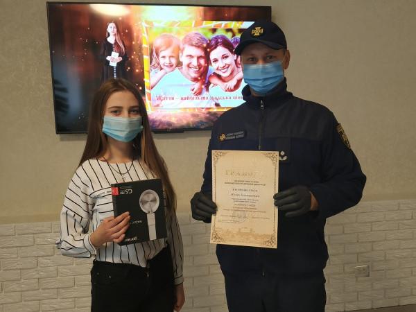 Маневицькі рятувальники відзначили ученицю Колківського ВПУ за змістовний відеоролик