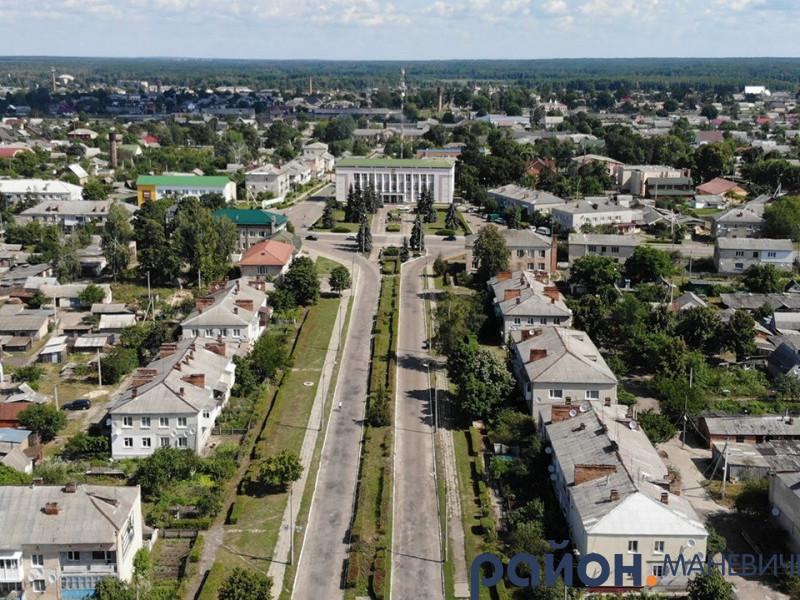 У Маневичах провели капітальний ремонт покрівлі будинків на півмільйона гривень