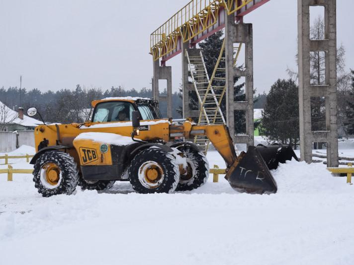 Маневицькі лісники залучилиспецтехнікудля розчищування доріг від снігу