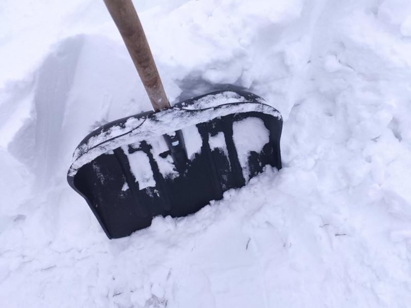 Жителька Великої Яблуньки скаржиться на непочищені дороги від снігу в селі