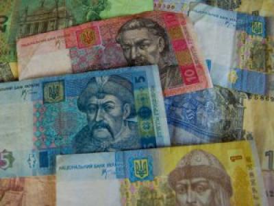 Пенсії та грошову допомогу виплачуватимуть через банки