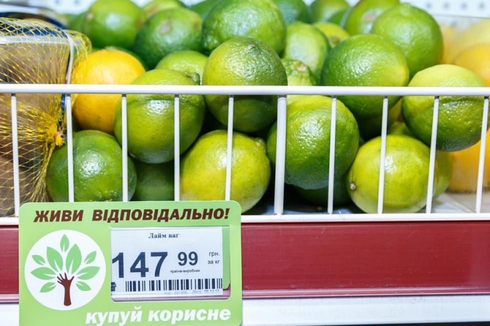 Корисні продукти познчені зеленими цінниками