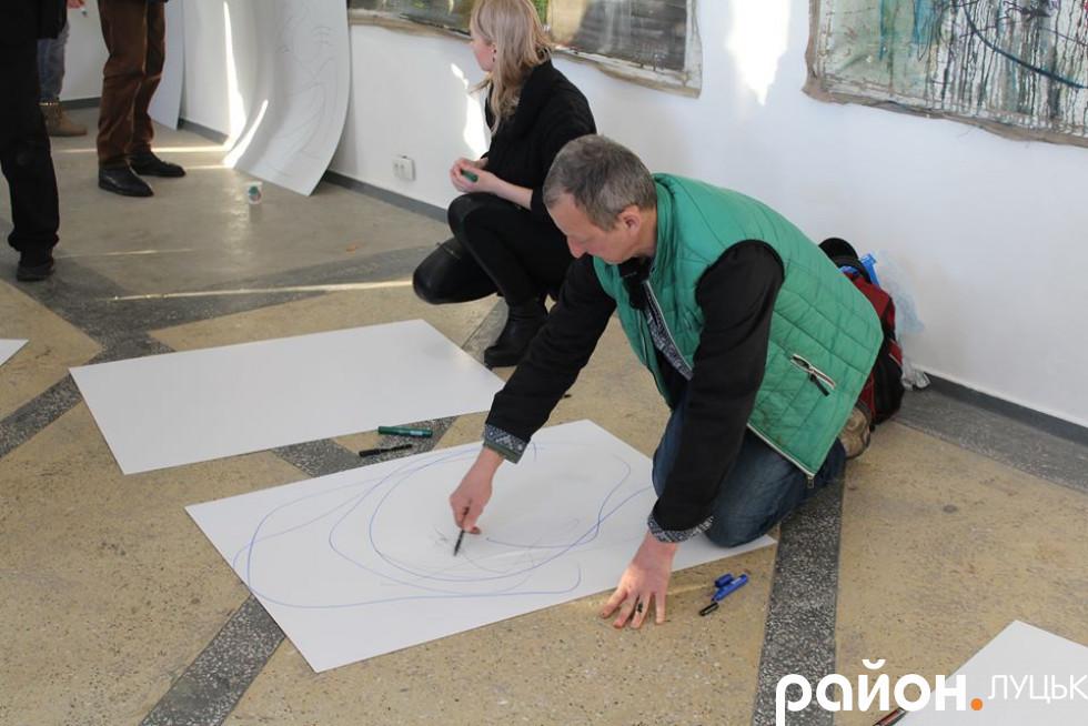 Митець написав картину прямо під час виставки