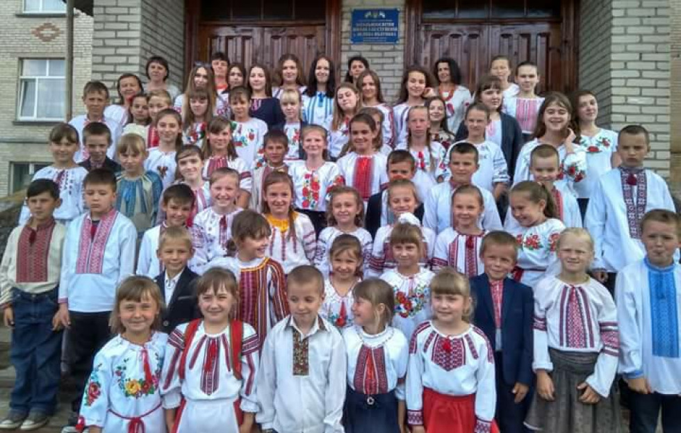 Школа в селі Велика Яблунька