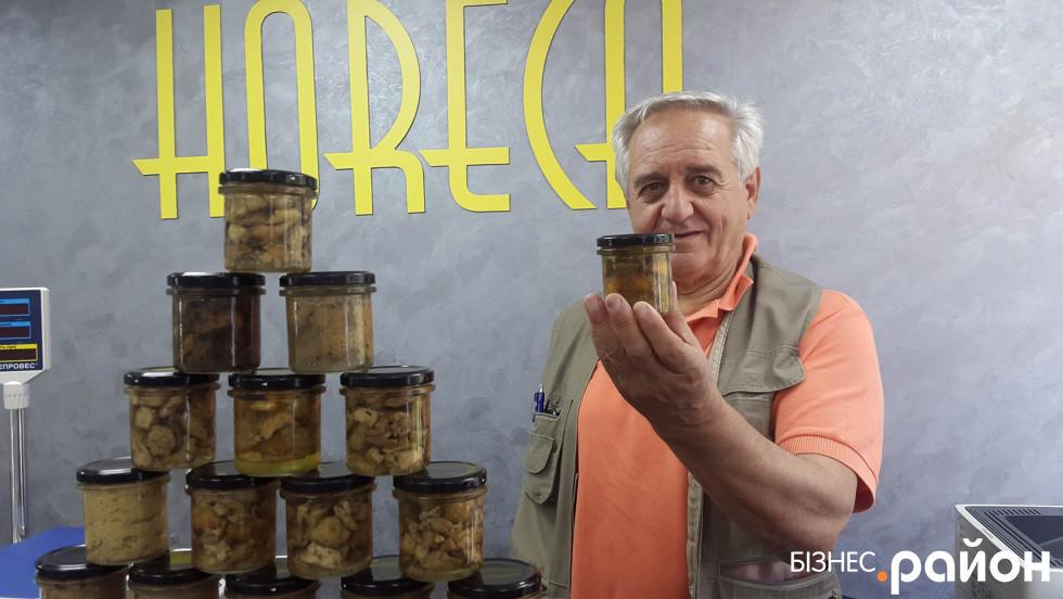 Міланець Заноллі все життя займається грибами, їхньою переробкою і має власне виробництво на Апеннінському півострові.