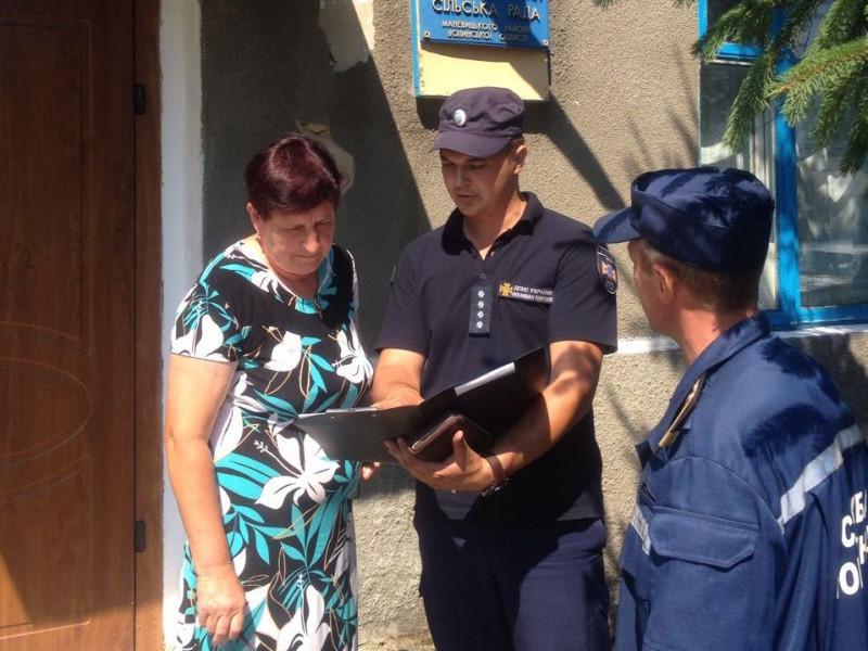 Рятувальники навчають мешканців сільської місцевості правилам безпеки у побуті