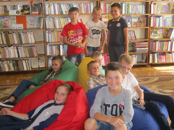 Комарівскі учні відвідали Маневицьку бібліотеку