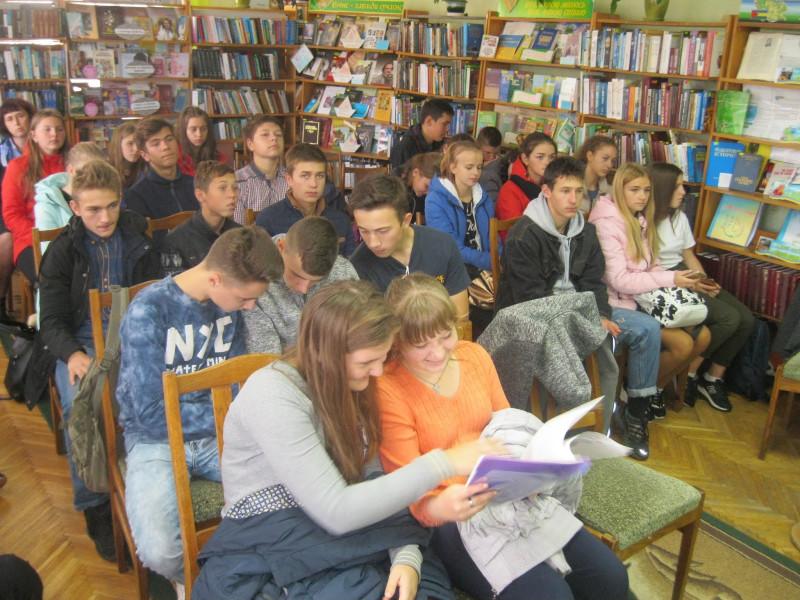 У Маневичах провели діалог-огляд «Тисяча і одна дорога, але обери одну»