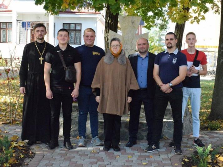 У Маневичах встановили пам'ятний хрест «Воїнам, що полягли за незалежність України»