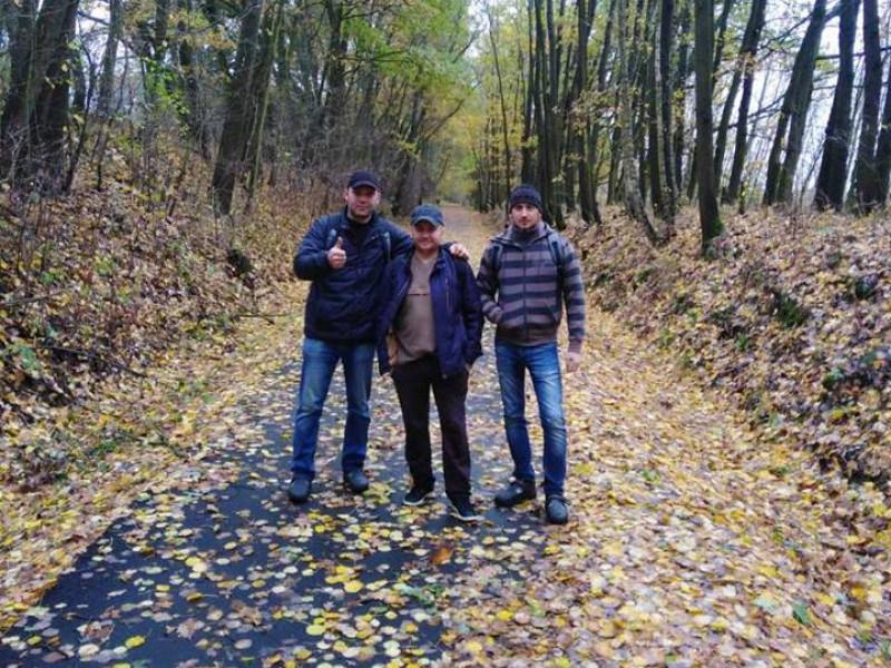 Павло Мельник (зліва) з друзями