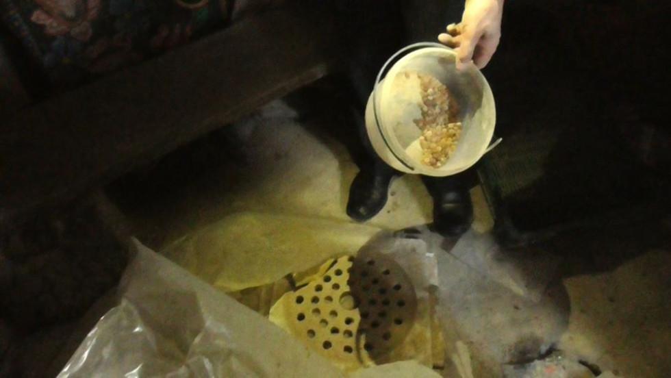 У Розничах поліція при обшуках знайшла каміння зовні схоже на бурштин