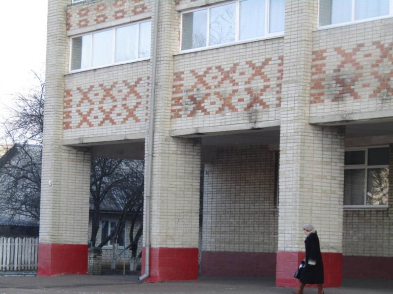 Голова Маневицької РДА показав яким буде дах школи №2-гімназії