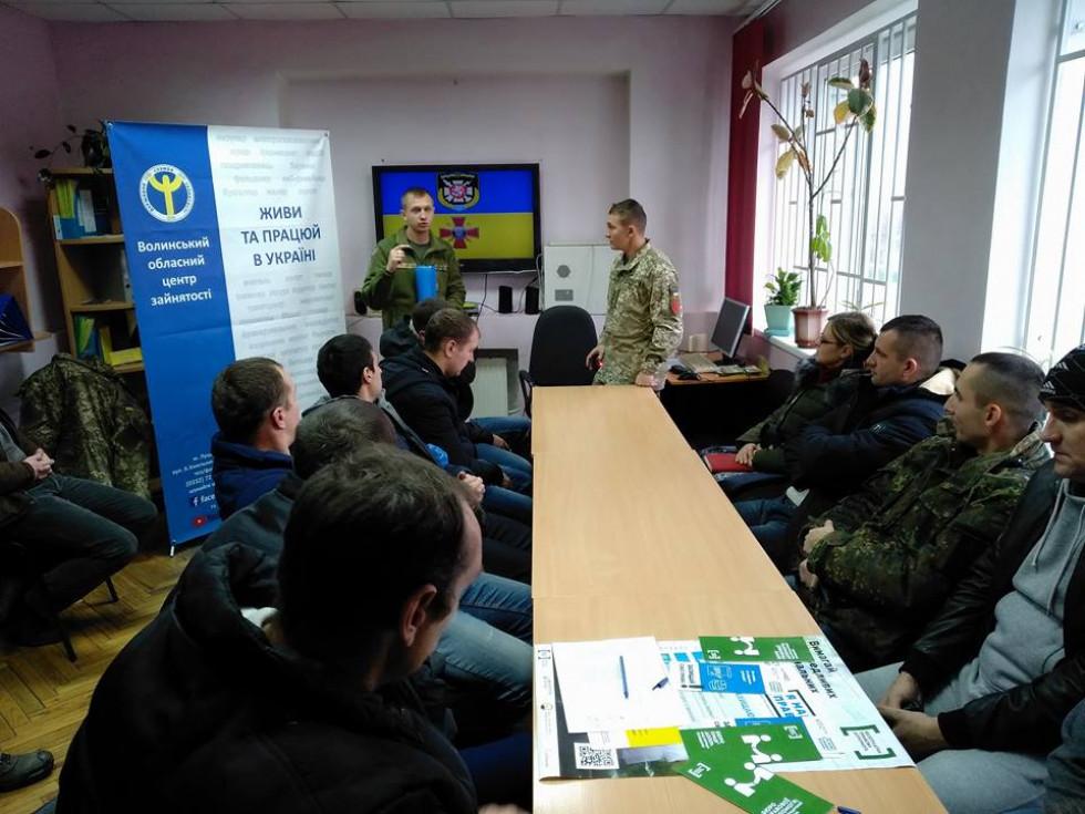 Маневичан підбирають на контрактну службу в Збройних Силах України