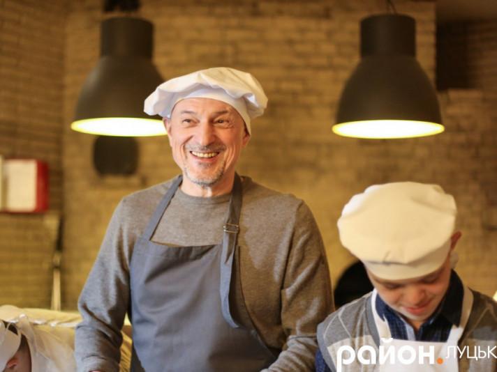 Губернатор Волині готував піцу разом з учнем Колківського училища