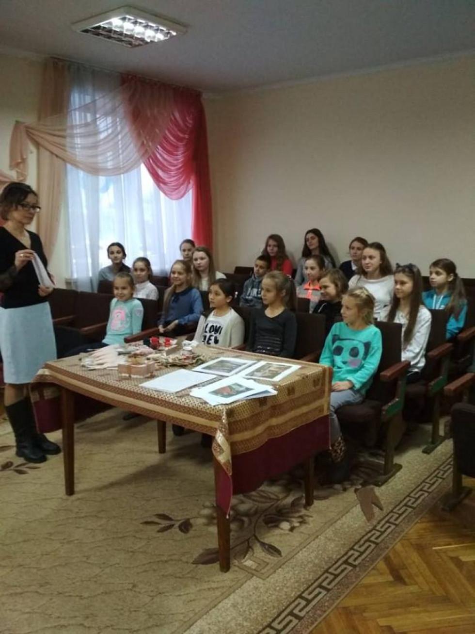 Для учнів Маневицької музичної школи провели пізнавальну бесіду «Бароко –розкіш та комфорт»